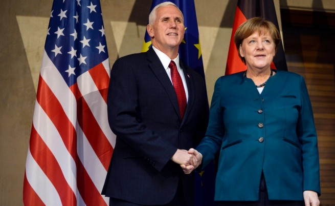 Вицепрезидентът на САЩ Майк Пенс с германския канцлер Ангела Меркел