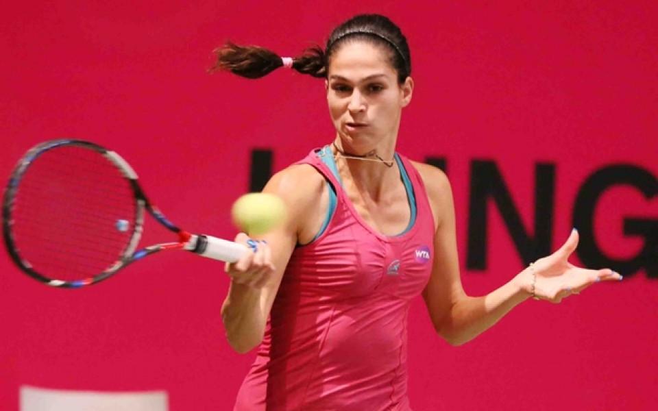 Шиникова отпадна на полуфиналите на турнир във Франция