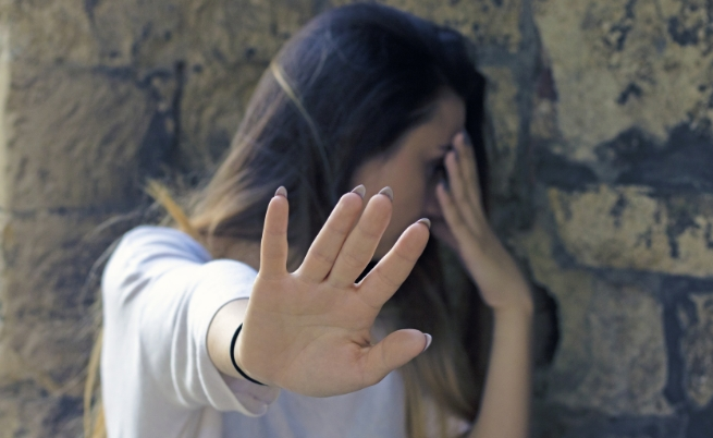 насилие жена изнасилване
