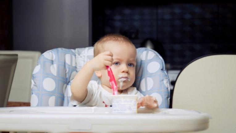 Кисело мляко дете