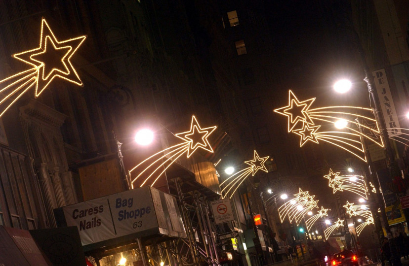 Как изглежда градът, който никога не спи, по време на коледните и новогодишните празници