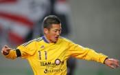 Невероятно: Най-възрастният професионален футболист продължава да играе и на 50