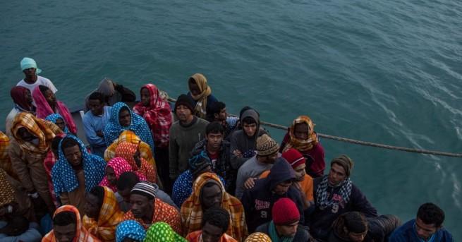 Оцелели съобщиха, че около 220 души са се удавили край