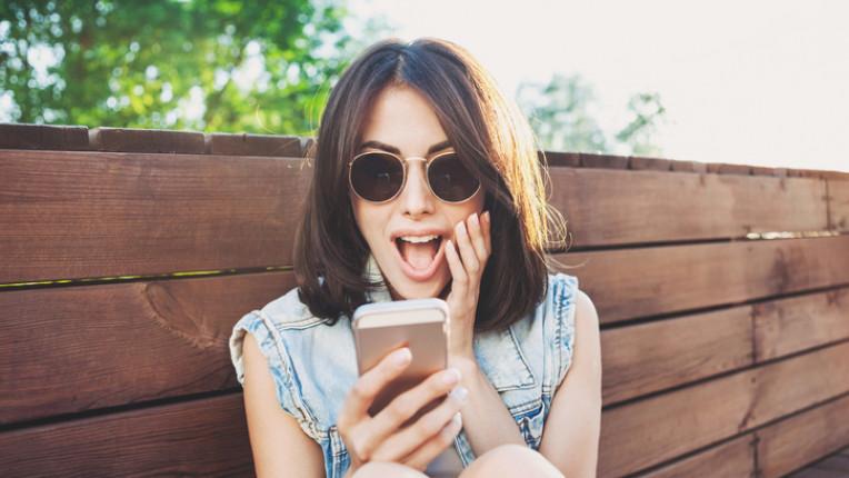 Как смартфонът съсипва кожата на лицето ни
