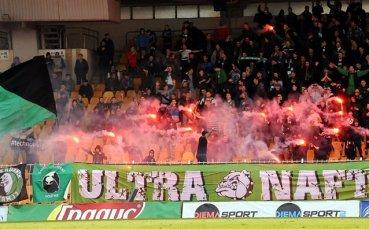 Феновете на Нефтохимик скочиха на кмета на Бургас и Митко Събев заради стадион