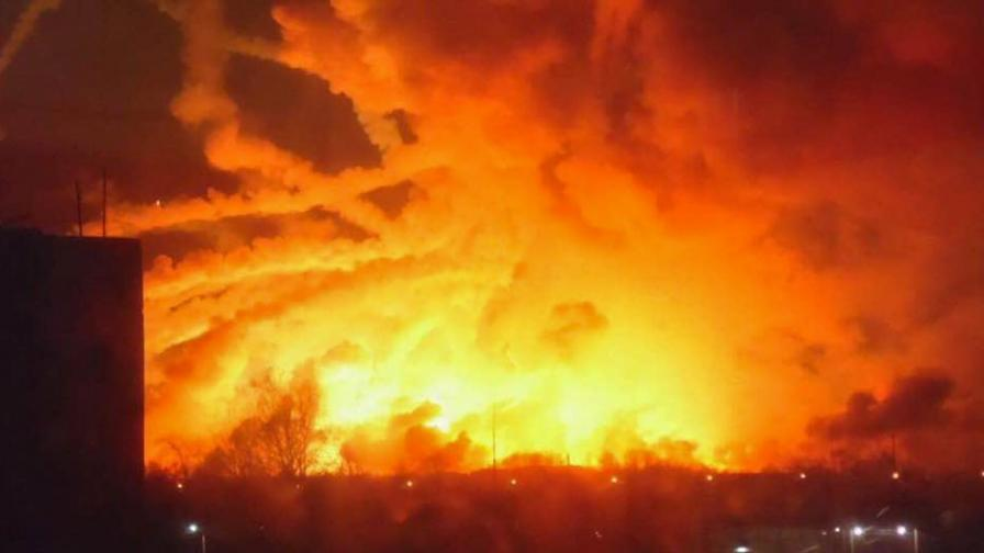 Хиляди тонове боеприпаси избухват днес в Украйна