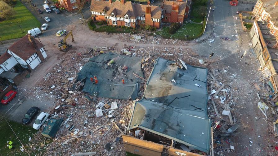 Експлозия в Ливърпул срина сграда