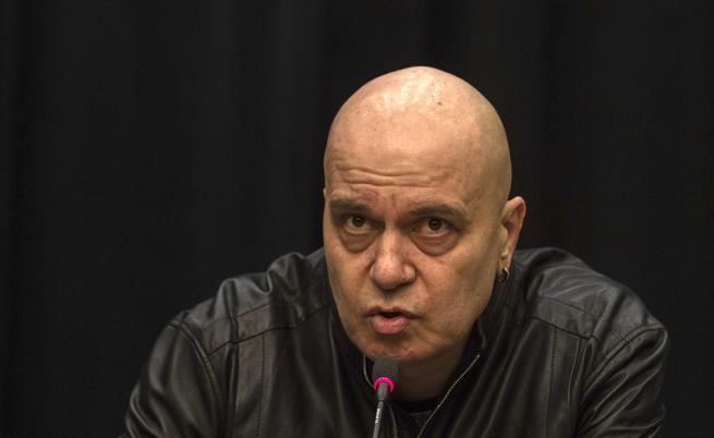 Слави представя кандидатите за политици