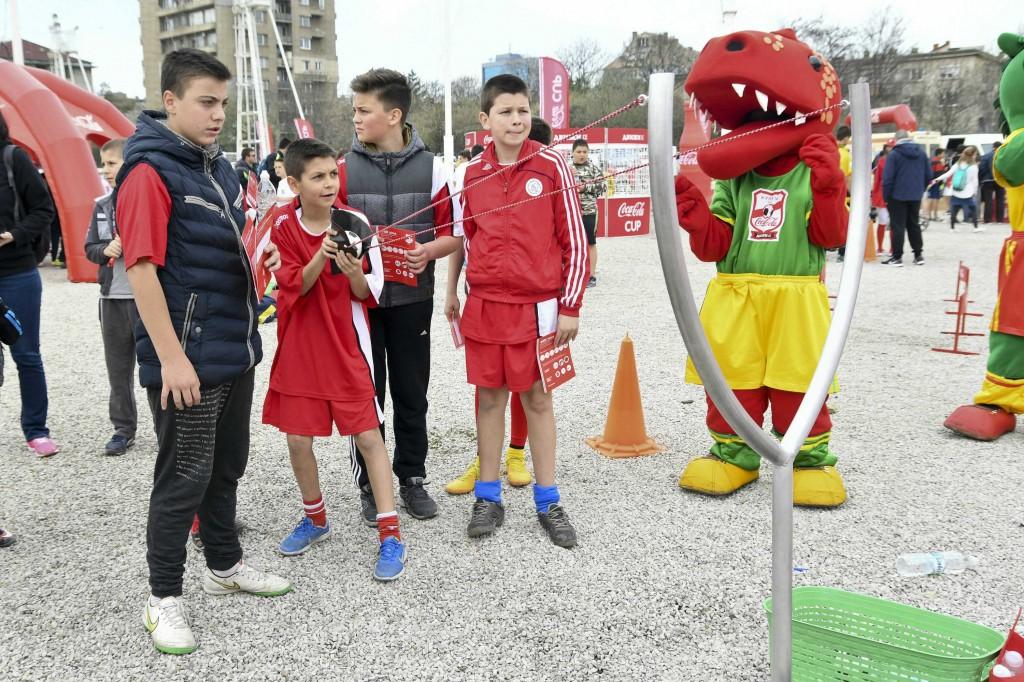 """32 отбора от региона се впускат в полуфинала на """"Купата на Coca-Cola""""<strong> източник: Купата на Coca-Cola</strong>"""