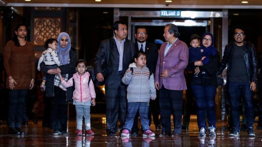 Държаните като заложници в Пхенян малайзийци се завърнаха в Куала Лумпур