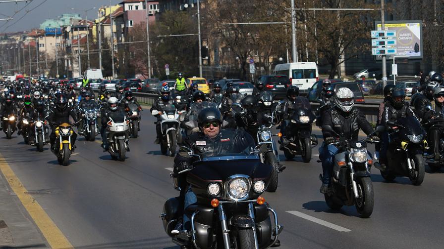 Хиляди мотори в центъра на София (снимки и видео)