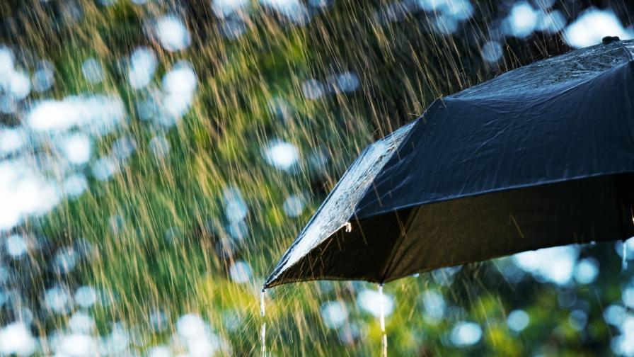 Жълт код за силни бури и валежи в Северозападна България