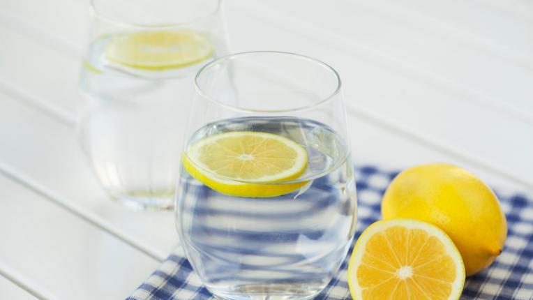 Лесни трикове, с които да увеличим ежедневния си прием на вода