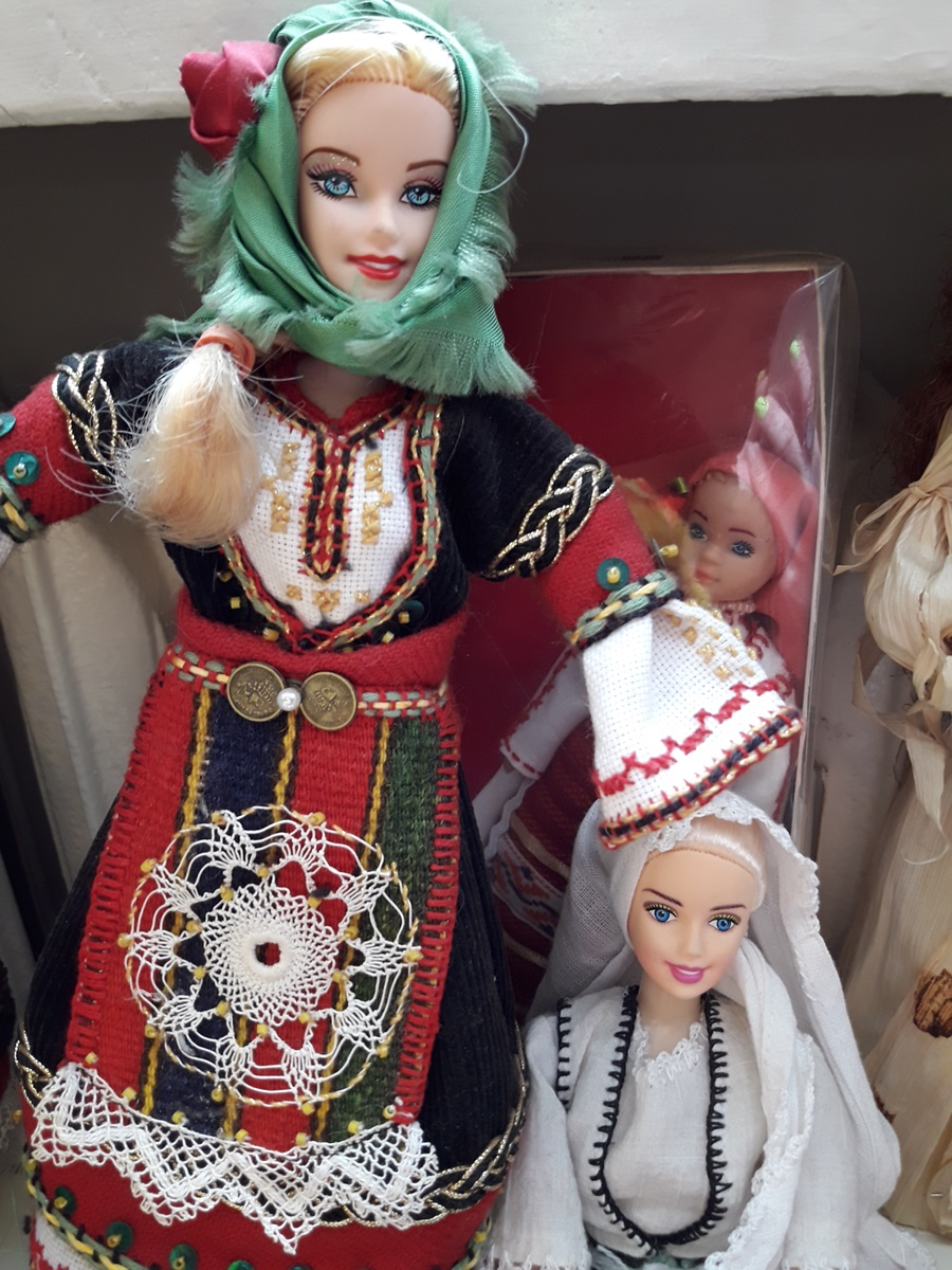 Барби в българска народна носия