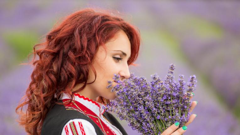 жена празник лазаровден цветница