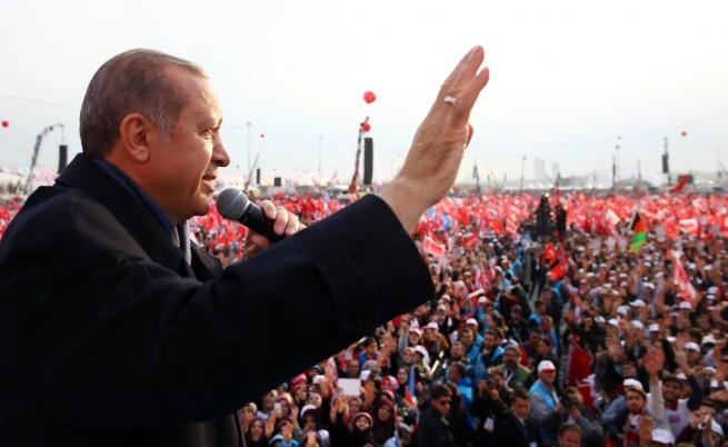 Ердоган събра десетки хиляди на митинг в Истанбул