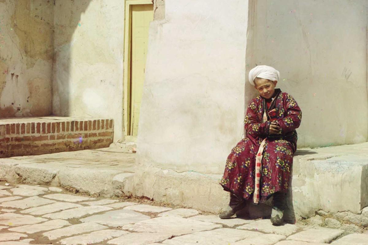 Колекция на фотографа Сергей Прокудин-Горски съдържа редица цветни снимки от Руската империя, направени между 1905 и 1915 г. В тези години руският фотограф предприема работно пътуване из империята, подпомогнато от цар Николай II.
