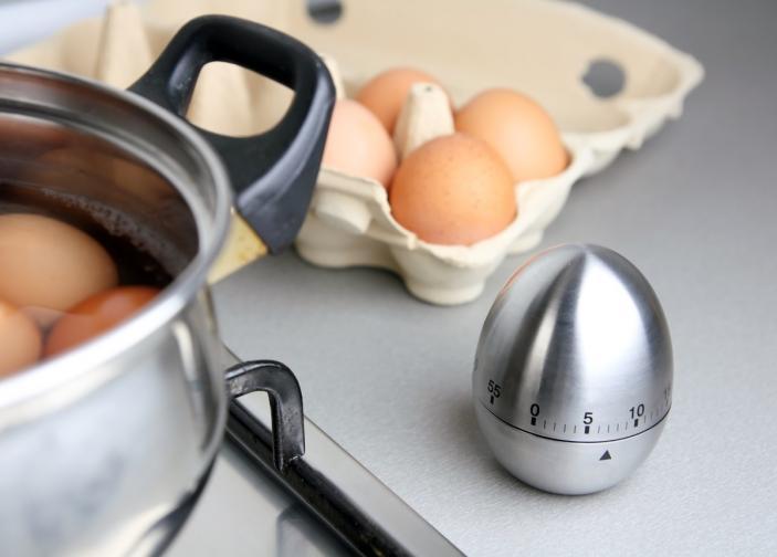3. Ако е възможно, използвайте по-стари яйца. Пресните яйца се чупят по-лесно.<br />