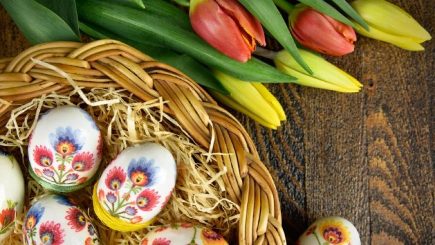 Лесно и ефектно, как да украсите великденските яйца