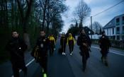 Ескорт за играчите на Борусия след експлозиите, засегнали автобуса