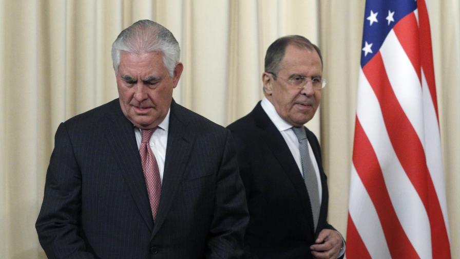 Рекс Тилърсън и Сергей Лавров след дискусиите им в Москва