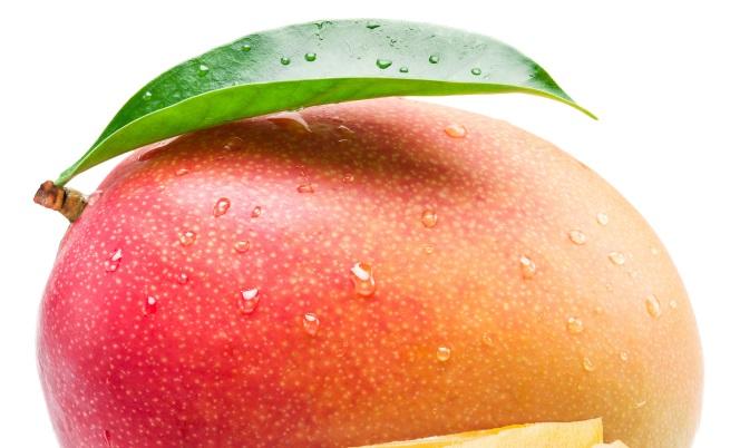 <p><strong>Манго</strong></p>  <p>Мангото е отличен източник на витамин С. То също така съдържат разтворими фибри, които могат да осигурят много ползи за здравето. Освен това има силни антиоксидантни и противовъзпалителни свойства, които могат да помогнат за намаляване на риска от вируси.</p>
