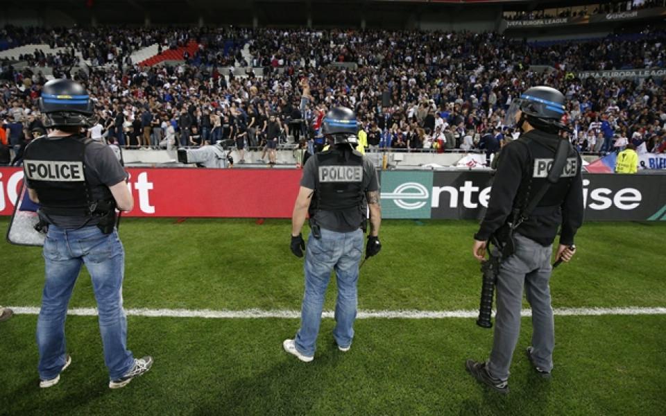 Глоби и затваряне на стадионите на Бешикташ и Коняспор заради боя на феновете им
