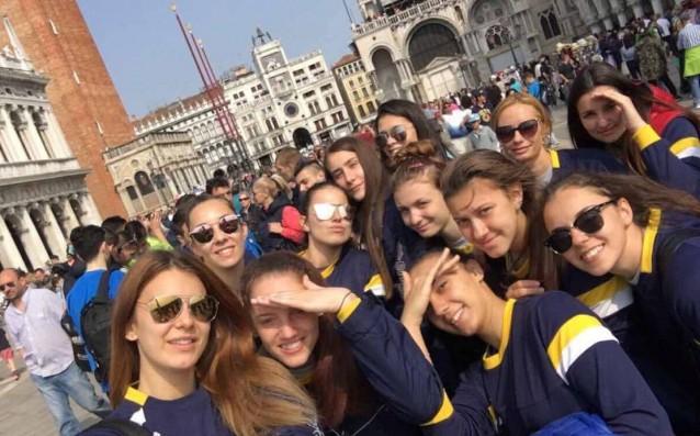 Волейболистките на Марица<strong> източник: http://volleymaritza.bg</strong>