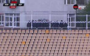 Феновете на Нафтата подкрепят отбора извън стадиона