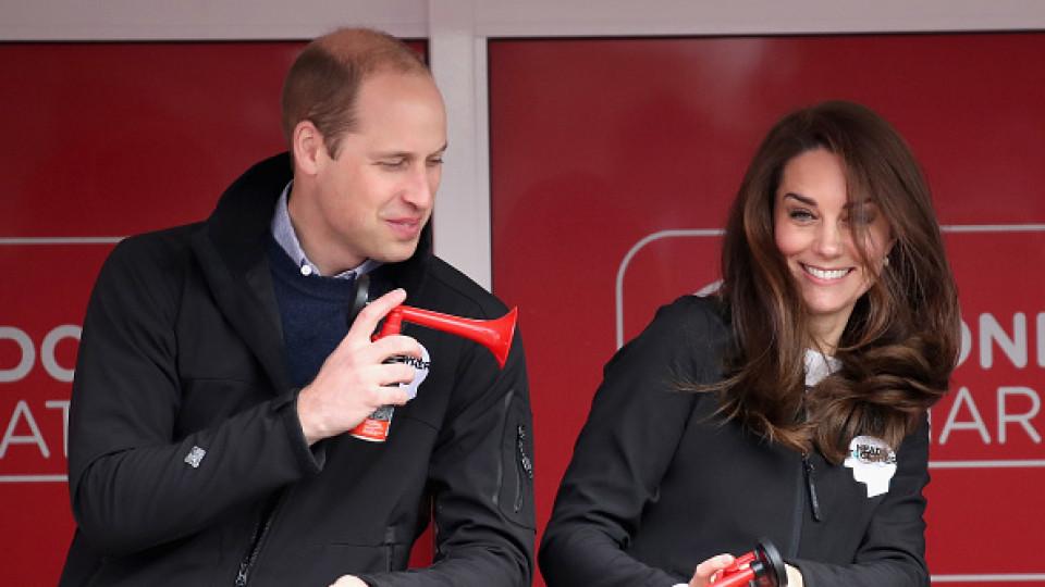Усмивки, шеги и закачки - какво направи кралското семейство през уикенда?