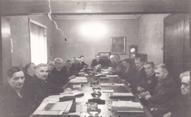 Правителството на ОФ. Третият отляво е премиерът Кимон Георгиев
