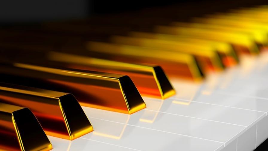 Мистерията около златни монети, открити в старо пиано в Англия