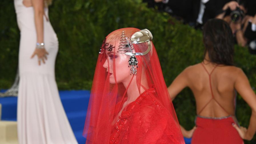 Необясним кич - най-зле облечената на Мет Гала е...