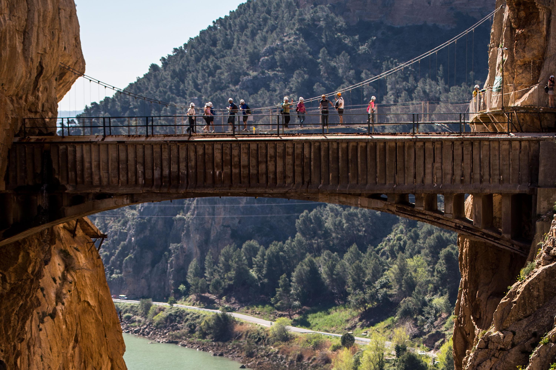 Каминито дел Рей, известна още като Пешеходната пътека на краля, може с основание да се нарече най-опасната пътека в света. Тя се намира в тесен пролом в района на Малага, Испания.