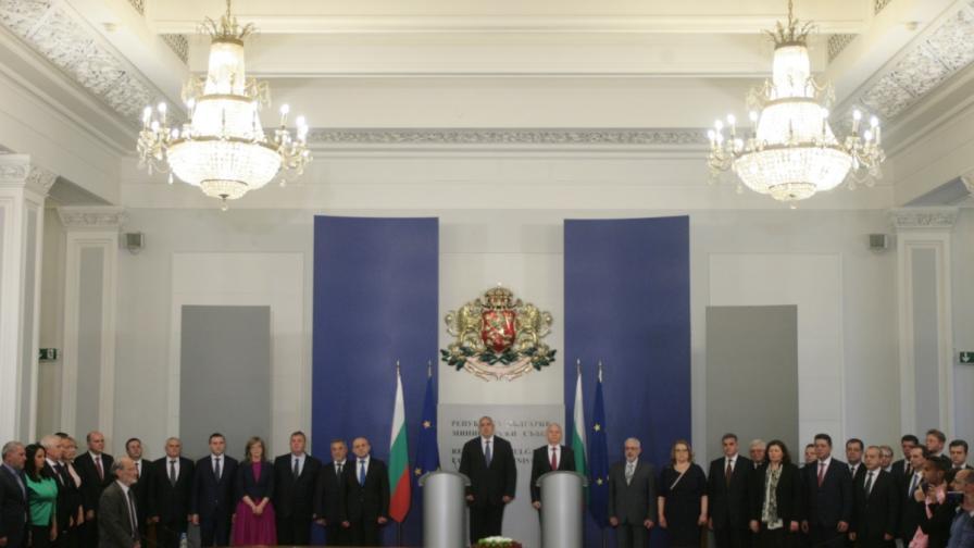 Бойко Борисов и Огнян Герджиков (в средата) на церемонията по приемственост в изпълнителната власт