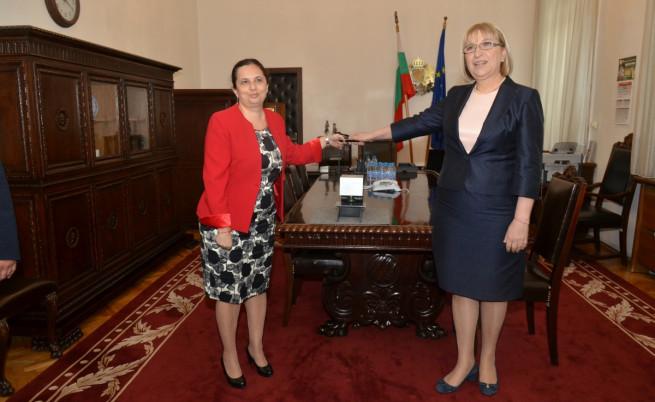 Цецка Цачева приема поста на министър на правосъдието