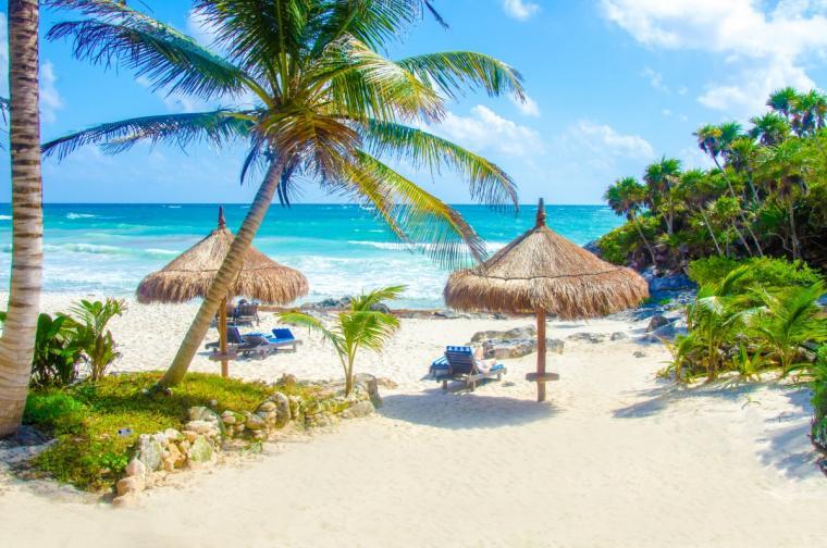 """Овен<br /> <br /> С любов към всичко романтично, овенът би искал да бъде зашеметен. Изненадайте любимата си с пътуване до Тулум, Мексико, където тя ще може да каже """"Да!"""" в бунгалото ви на брега на океана, а след това преживейте незабравими моменти, наслаждавайки се на археологическите чудеса на маите."""