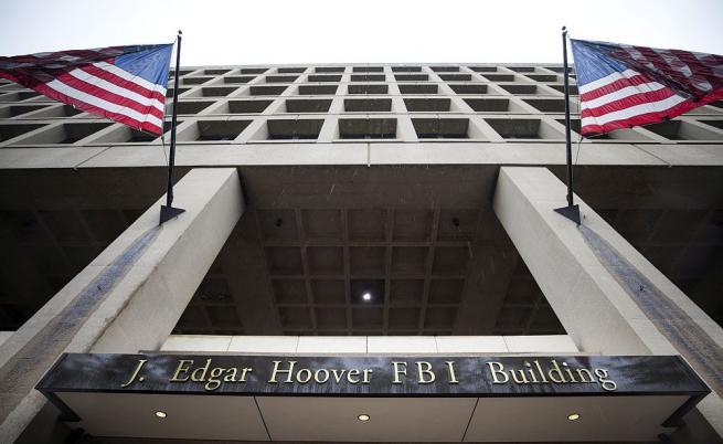 Как ФБР се прицели в Тръмп и улучи Хилари