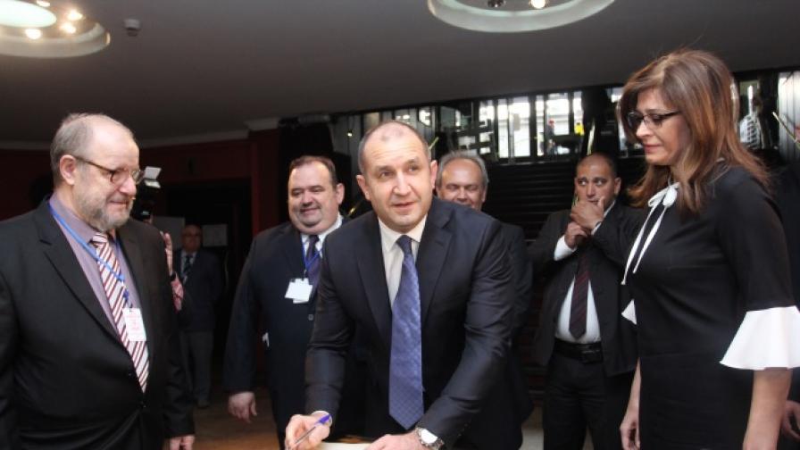 Президентът Румен Радев и съпругата му Десислава присъстваха на 34-тия конгрес на Съюза на народните читалища