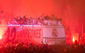 Обиди към Пике, подигравки към Атлетико при дефилето на Реал