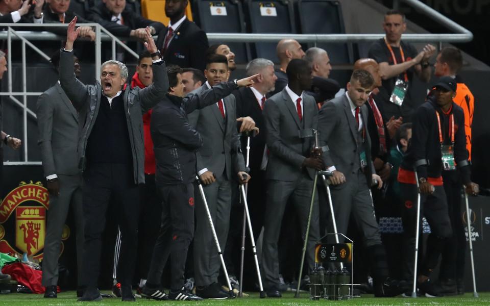 И патерици хвърчаха във въздуха от кеф в Юнайтед