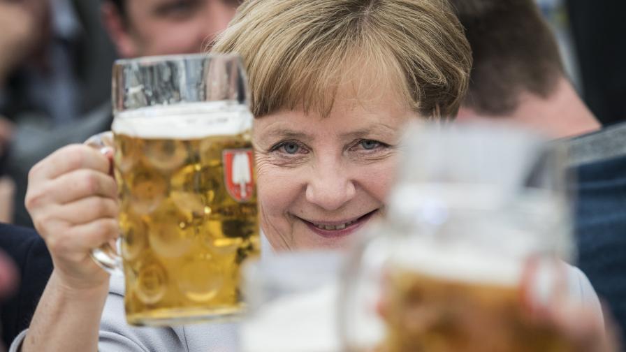 Ангела Меркел с бира