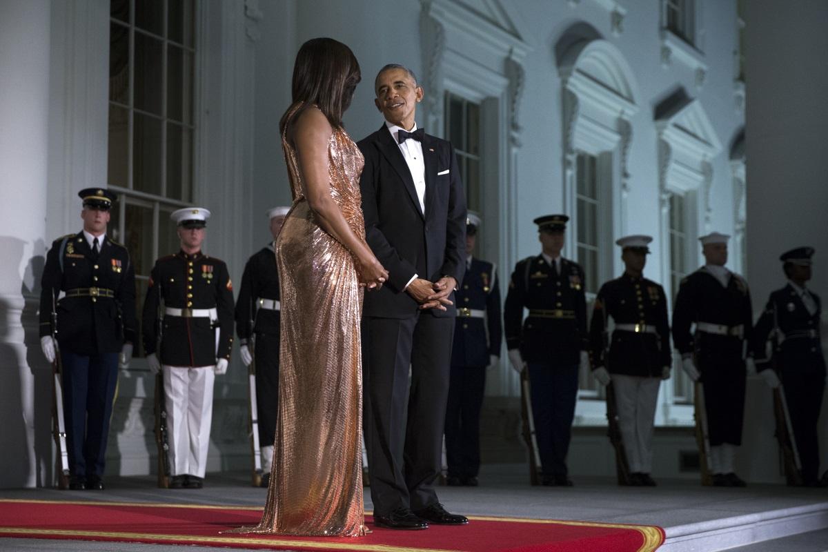 """Ценете се и не се извинявайте непрекъснато. Като човек, който непрекъснато е в светлините на прожекторите, тя често е критикувана и са й """"лепвани"""" етикети. Госпожа Обама казва, че човек трябва да е наясно със себе си и да не позволява другите да му приписват качества, които няма."""