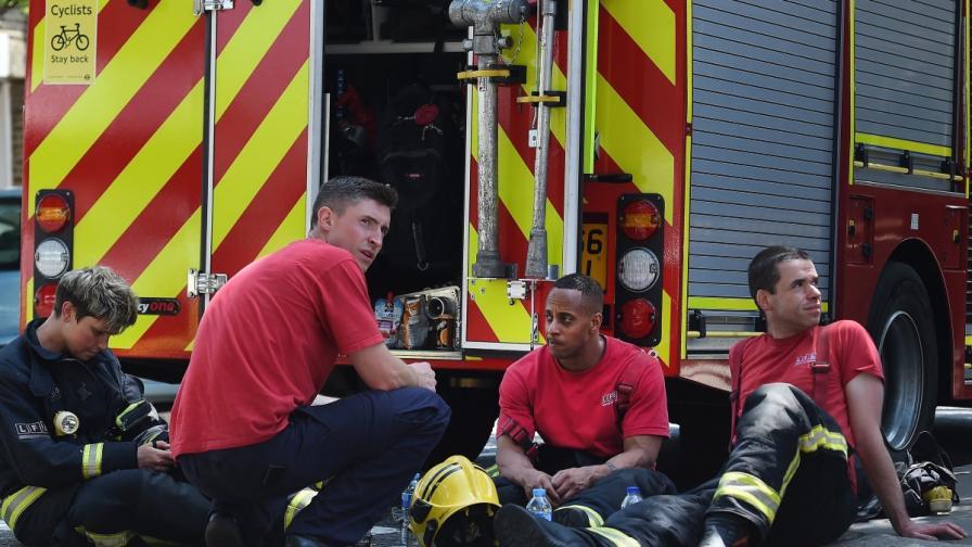 Двама българи потърсили помощ след огромния пожар в Лондон