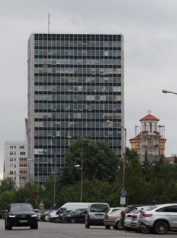 """Сградата на """"Енергопроект"""" е 19-етажна и заедно с хотелите """"Маринела"""" и """"Хемус"""", а вероятно и с """"Парадайс Тауър"""", е сред най-високите в """"Лозенец""""."""