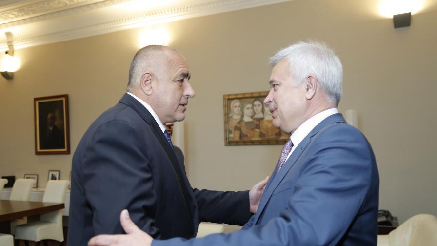"""Шефът на """"Лукойл"""" срещна Борисов, бензинът поевтинява"""