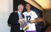 Юнайтед разчита на сър Алекс да осигури Роналдо?