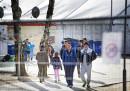 Бежанци се разхождат в специален център в Холандия