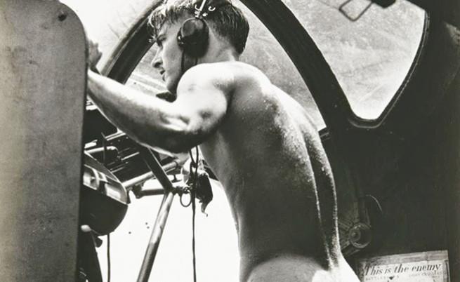 Историята на голия картечар от Втората световна война