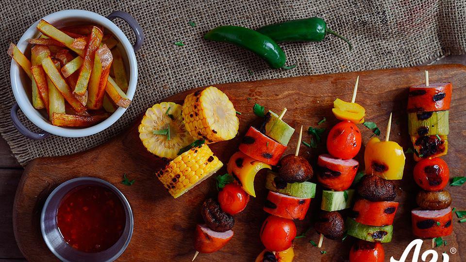 Шишчета с наденица и зеленчуци